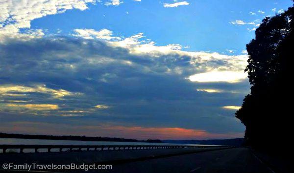 illinois sunset mississippi river