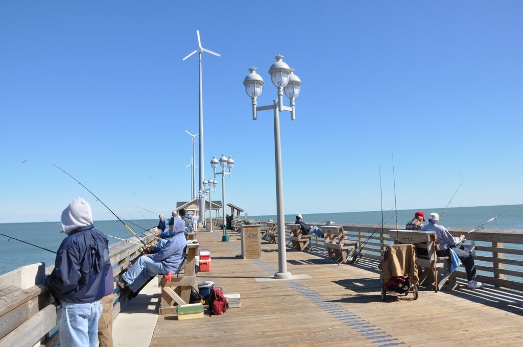 Fishing at Jennette's Pier at the Outer Banks