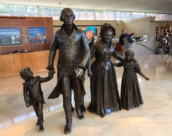 Bronze statue of George and Martha Washington at Mount Vernon