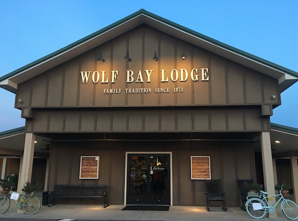 Near the OWA theme park you'll find a longstanding tradition of quality seafood and other meals at Wolf Bay Lodge