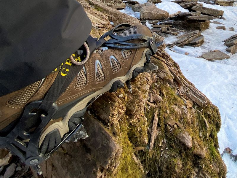 Can I wear hiking boots in snow?